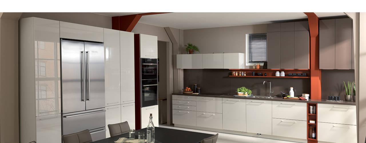 White and brown colour scheme open plan kitchen with dining area Modern kitchen by Schmidt Kitchens Barnet Modern