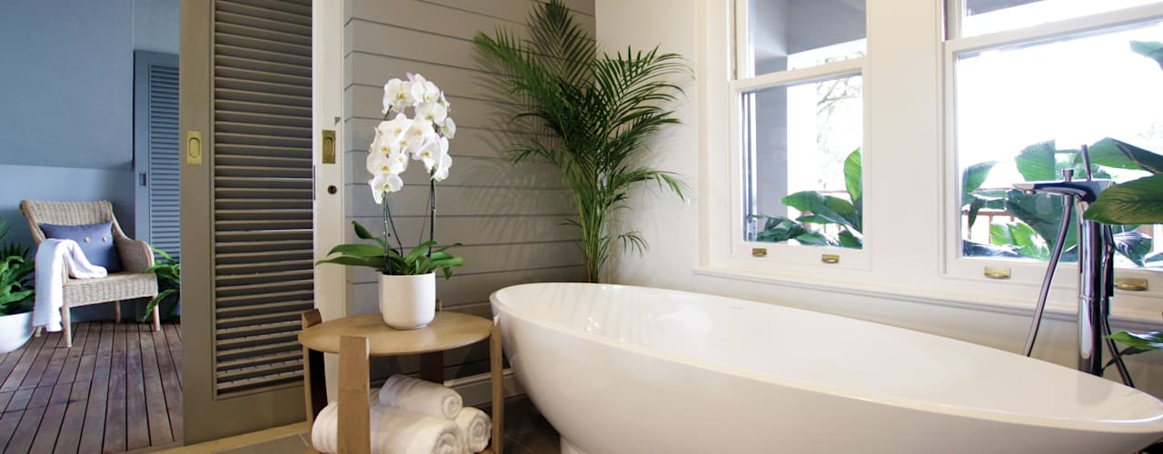 Beach Front House:  Bathroom by JSD Interiors,