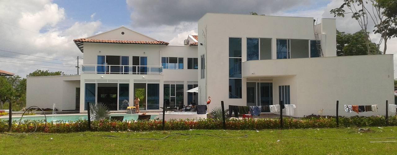 Casa Jhony: Casas de estilo minimalista por ARQUITECTOnico