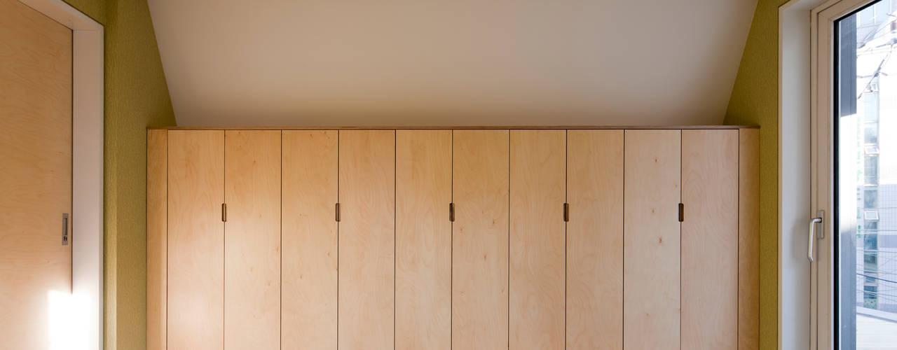Dressing room by 리슈건축