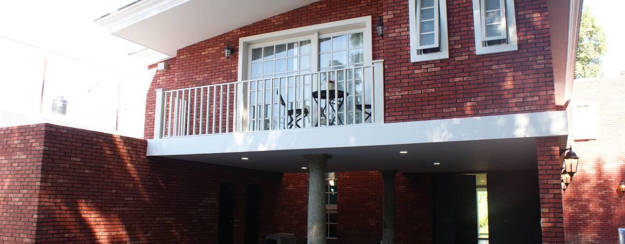 Balcones y terrazas de estilo clásico de Arquimia Arquitectos Clásico