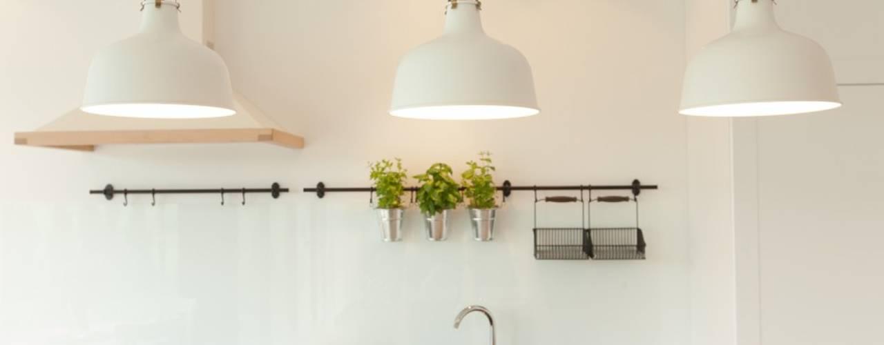 Klasyka na nowo: styl , w kategorii Kuchnia zaprojektowany przez Perfect Space