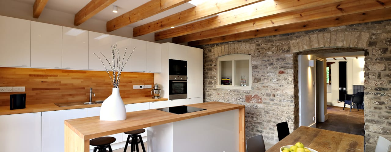Miner's Cottage I من design storey إنتقائي
