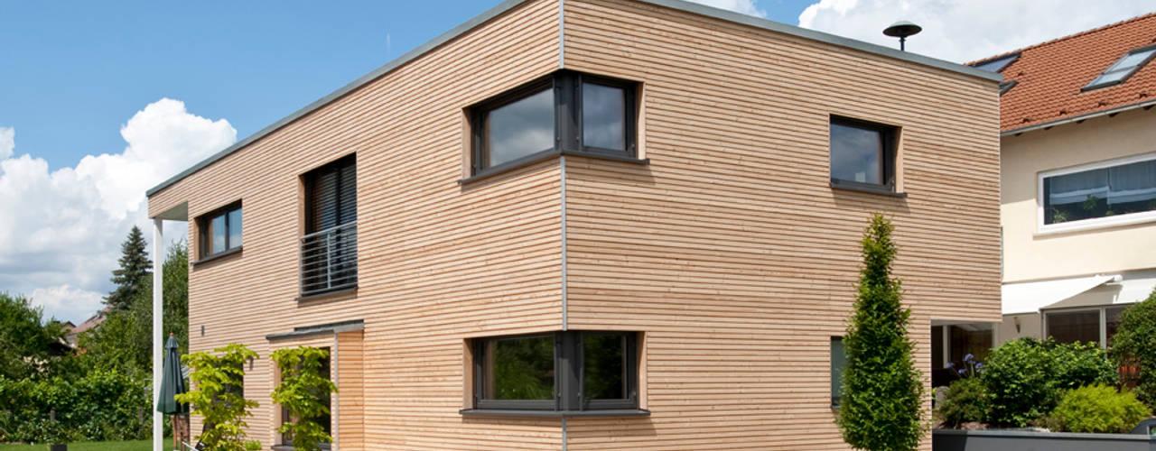 Casas de estilo  de KitzlingerHaus GmbH & Co. KG, Moderno
