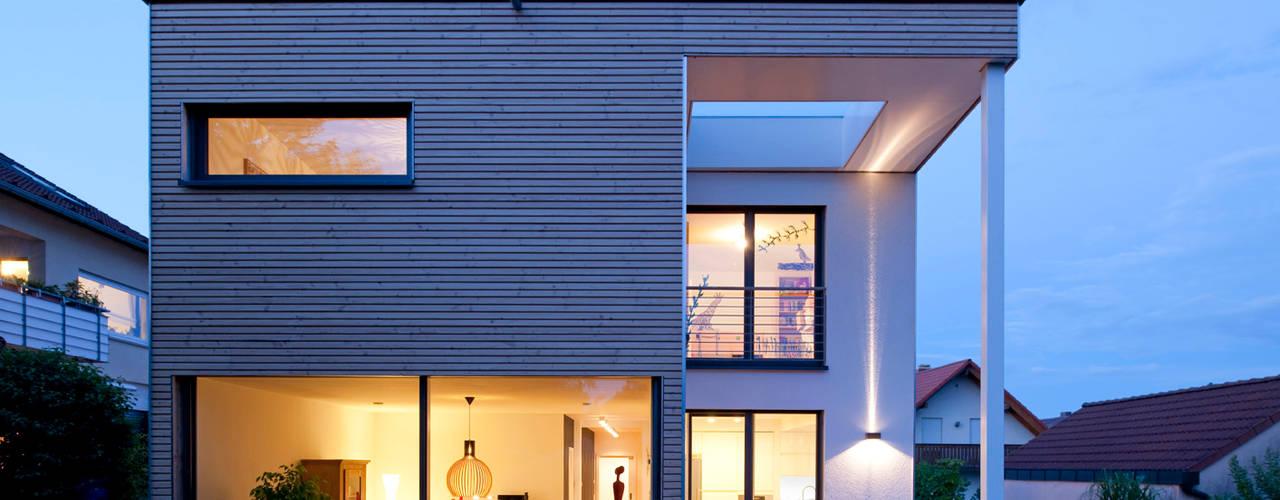 Casas de estilo  por KitzlingerHaus GmbH & Co. KG, Moderno