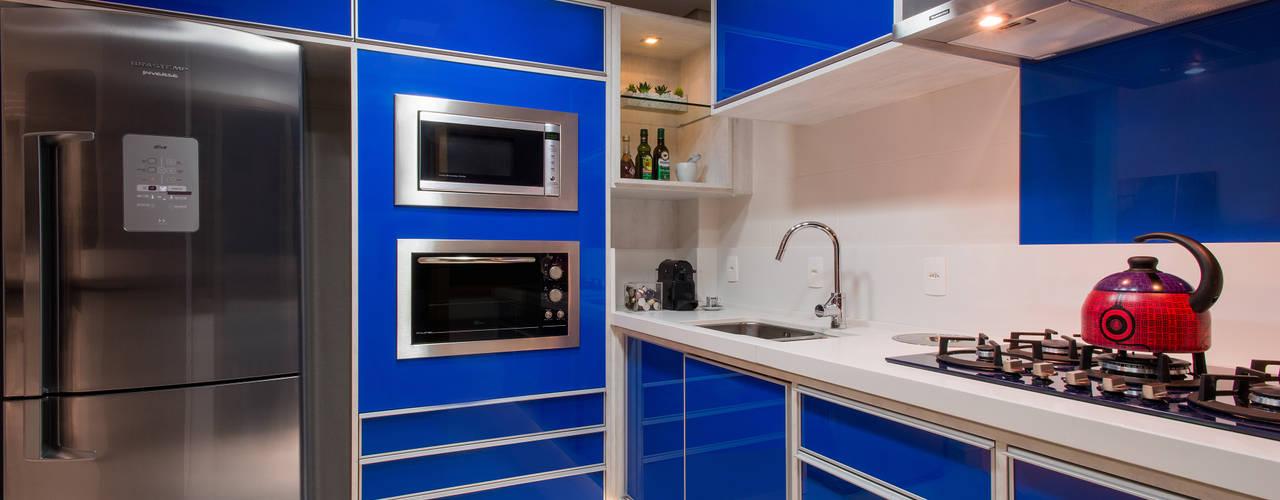 Deu azul Cozinhas modernas por Caroline Vargas | C. Arquitetura Moderno