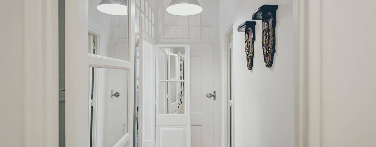 Pasillos, vestíbulos y escaleras de estilo rústico de Obrasdecor Rústico