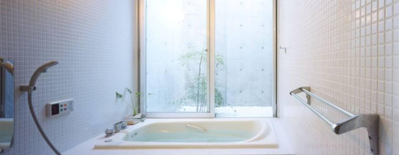 Modern bathroom by FrameWork設計事務所 Modern