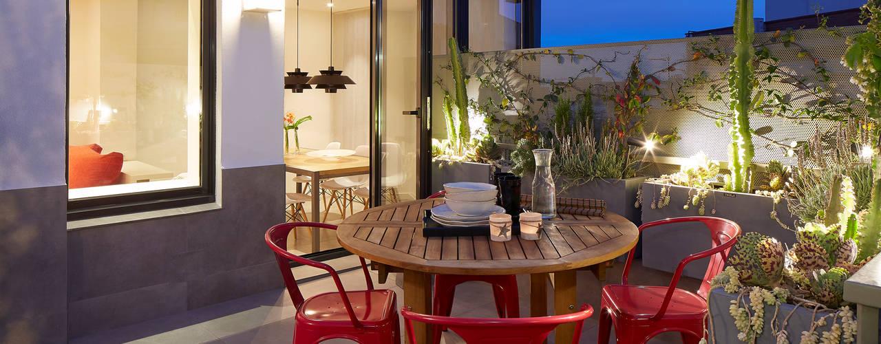 Balcone, Veranda & Terrazza in stile moderno di Molins Design Moderno
