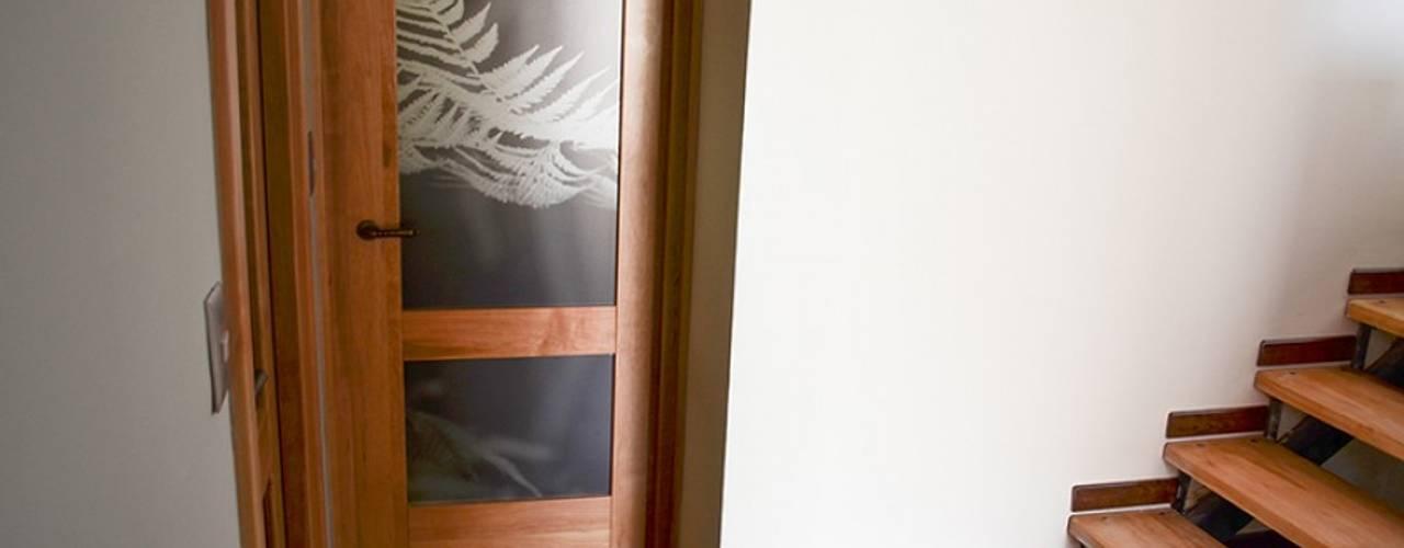 Puertas y ventanas de estilo rústico de Ignisterra S.A. Rústico