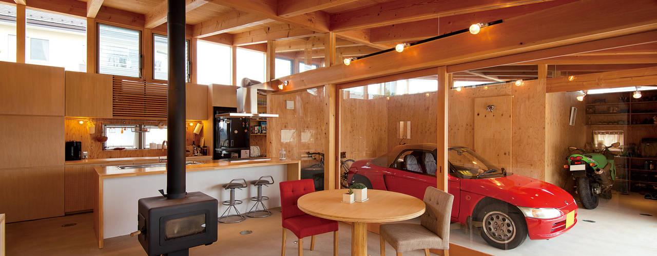 Salas / recibidores de estilo  por KAZ建築研究室, Ecléctico