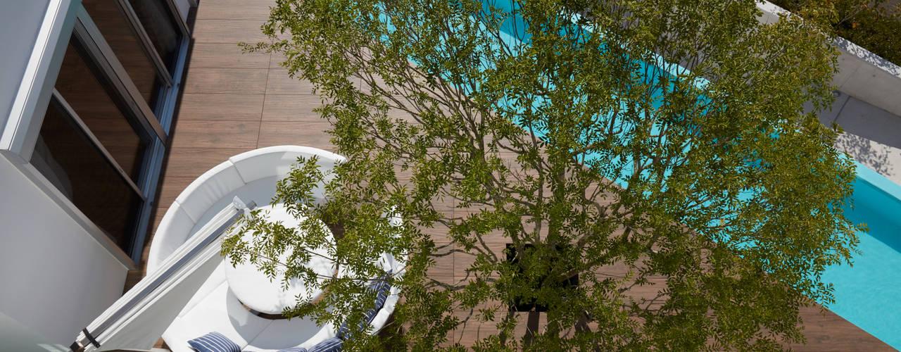 披露山_海の家 モダンな庭 の Mアーキテクツ|高級邸宅 豪邸 注文住宅 別荘建築 LUXURY HOUSES | M-architects モダン