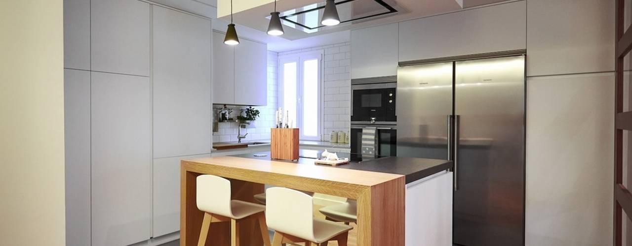 Cocinas de estilo moderno de Línea 3 Cocinas Madrid Moderno