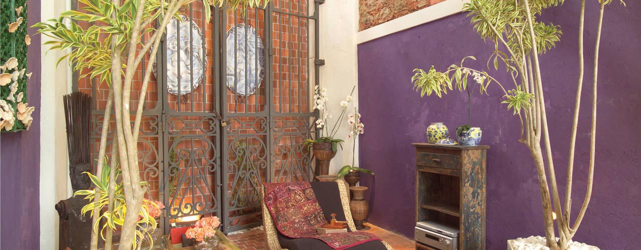 Lounge | Casa Cor 2005 | Salvador-Ba: Espaços comerciais  por Maria Julia Faria Arquitetura e Interior Design