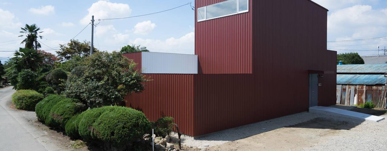 現代房屋設計點子、靈感 & 圖片 根據 Smart Running一級建築士事務所 現代風