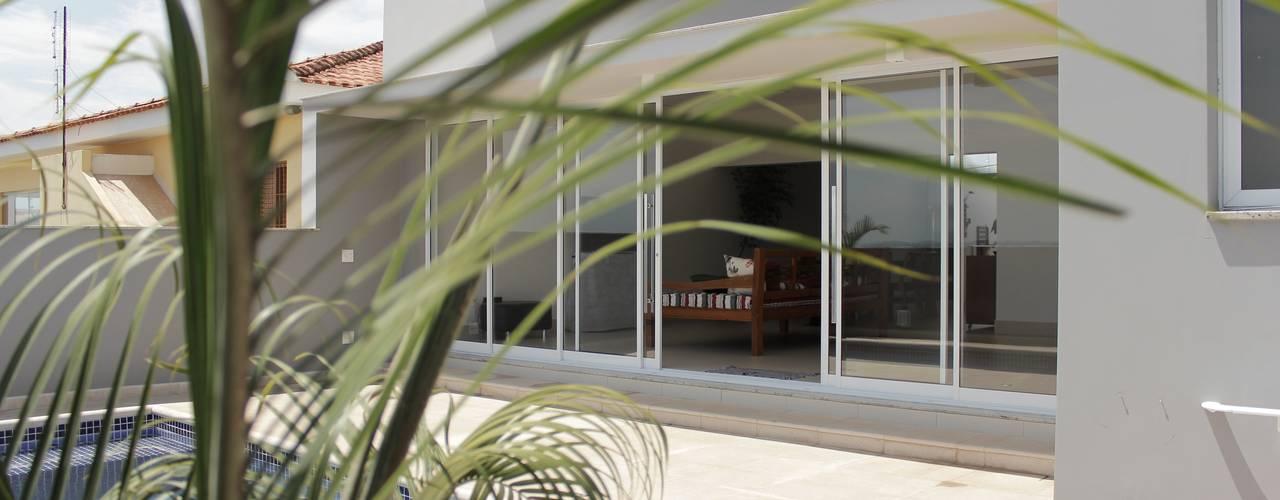 Casa LJ Piscinas tropicais por Lozí - Projeto e Obra Tropical