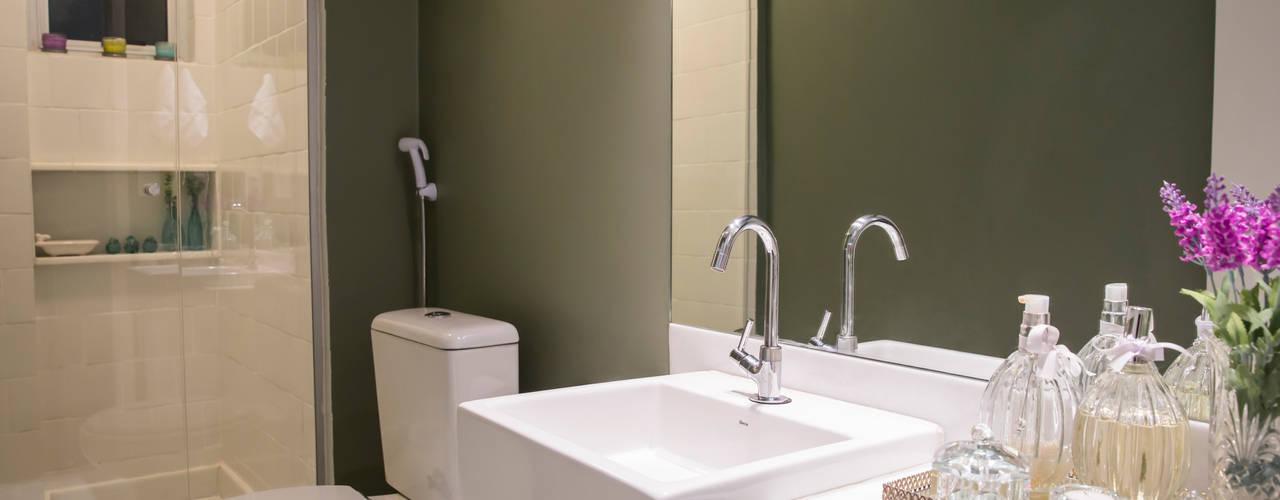APARTAMENTO PR Ocapi Arquitetura Banheiros modernos Branco