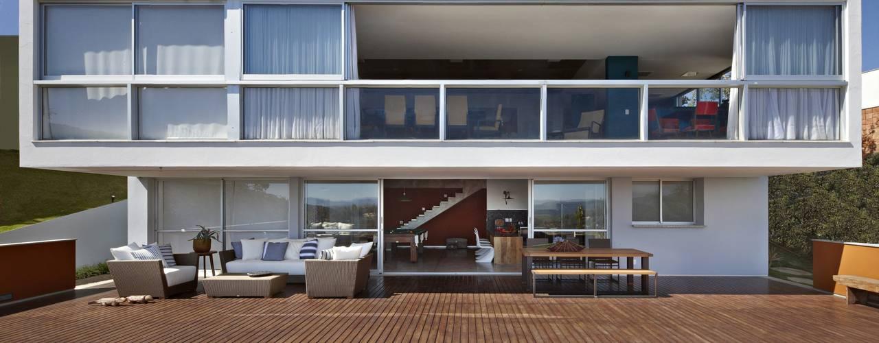 Casa do Lago 2: Casas  por David Guerra Arquitetura e Interiores