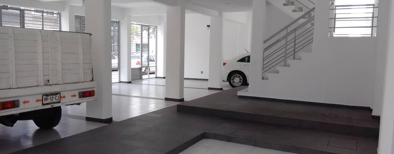 Gómez Farías DYE-ARQUITECTURA Garajes minimalistas