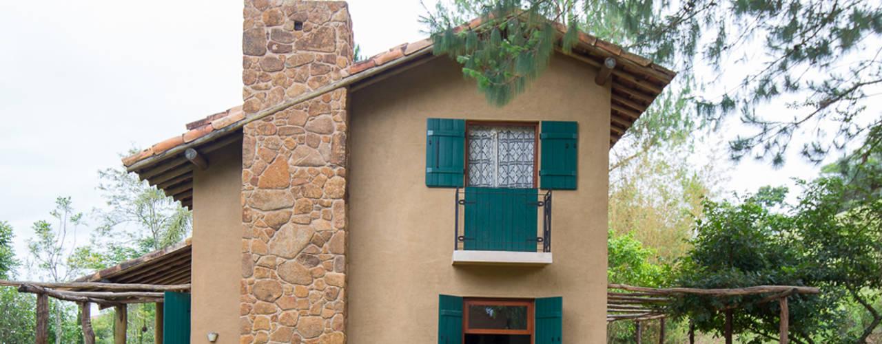 Casas rústicas de Valquiria Leite Arquitetura e Urbanismo Rústico