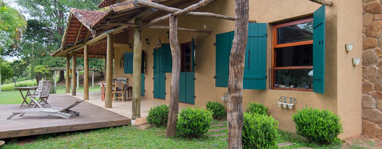 Rustic style house by Valquiria Leite Arquitetura e Urbanismo Rustic
