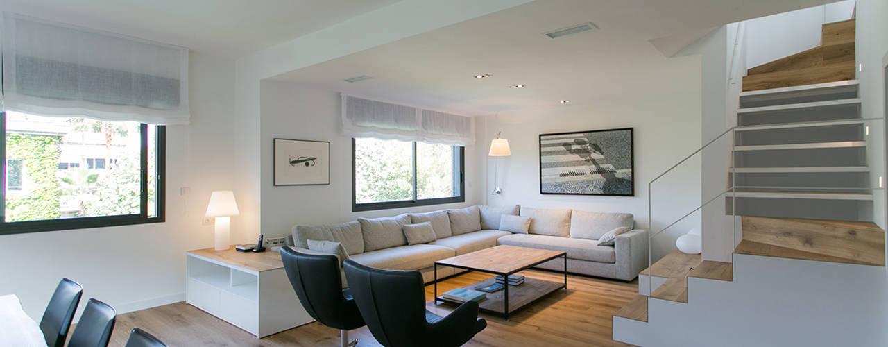 minimalistische Woonkamer door dom arquitectura