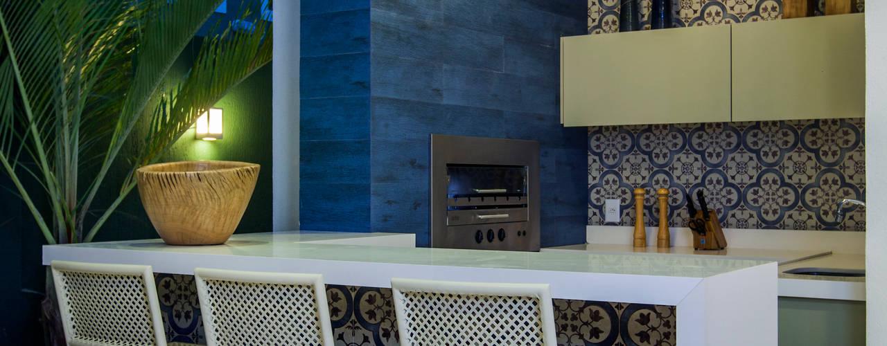 Patios & Decks by Eveline Sampaio Arquiteta e Designer de Interiores, Modern