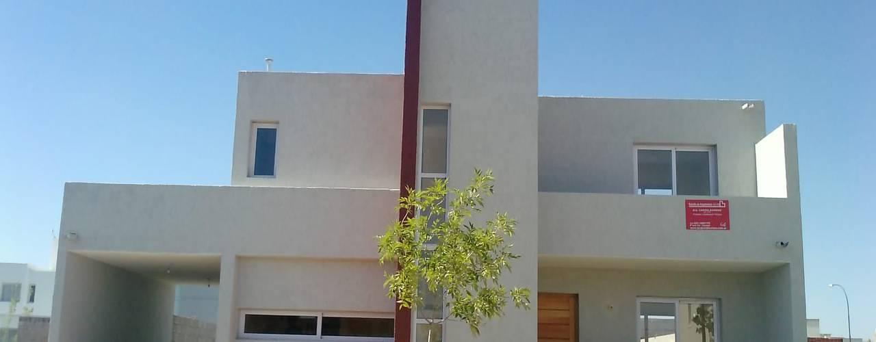 Дома в стиле модерн от ARQUITECTA CARINA BASSINO Модерн