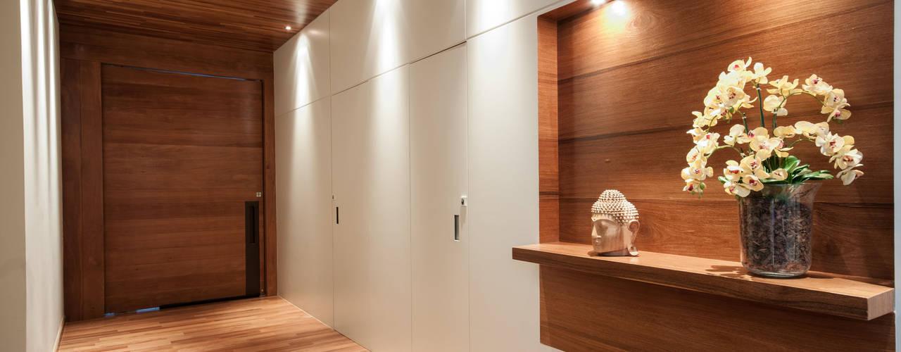 RESIDÊNCIA 430M² Corredores, halls e escadas modernos por Elisa Vasconcelos Arquitetura Interiores Moderno