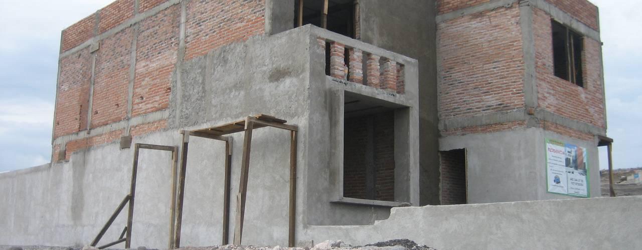 Construcción residencia Lomas de Juriquilla:  de estilo  por Grupo Puente Arquitectos.com