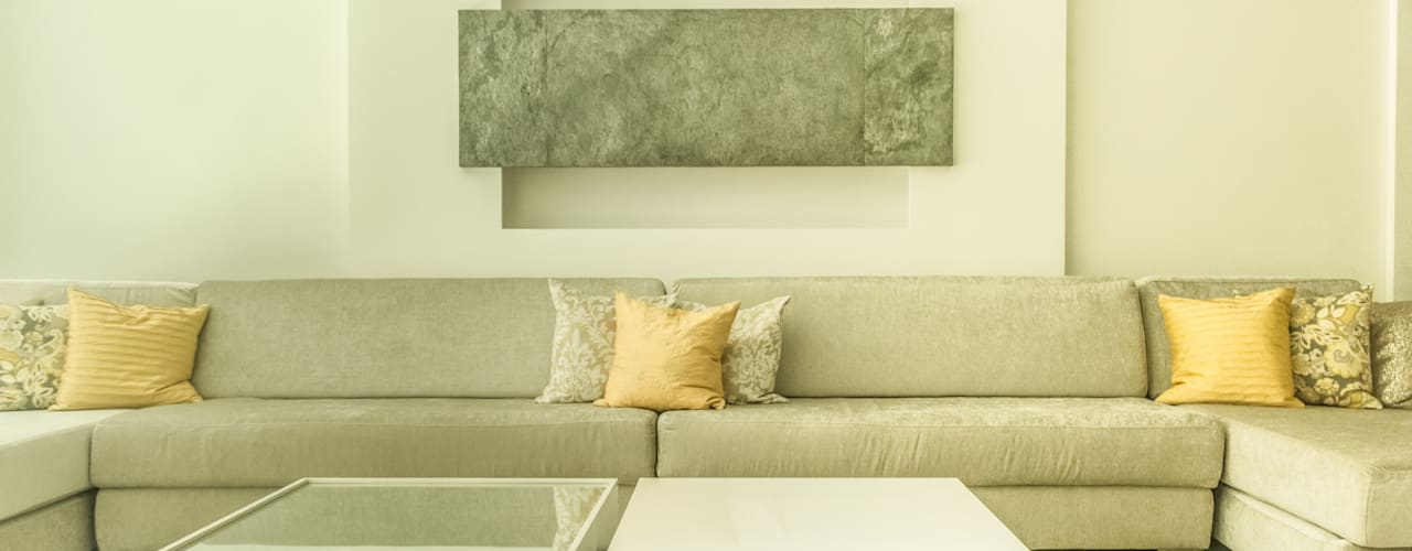 Moderne woonkamers van Monica Saravia Modern