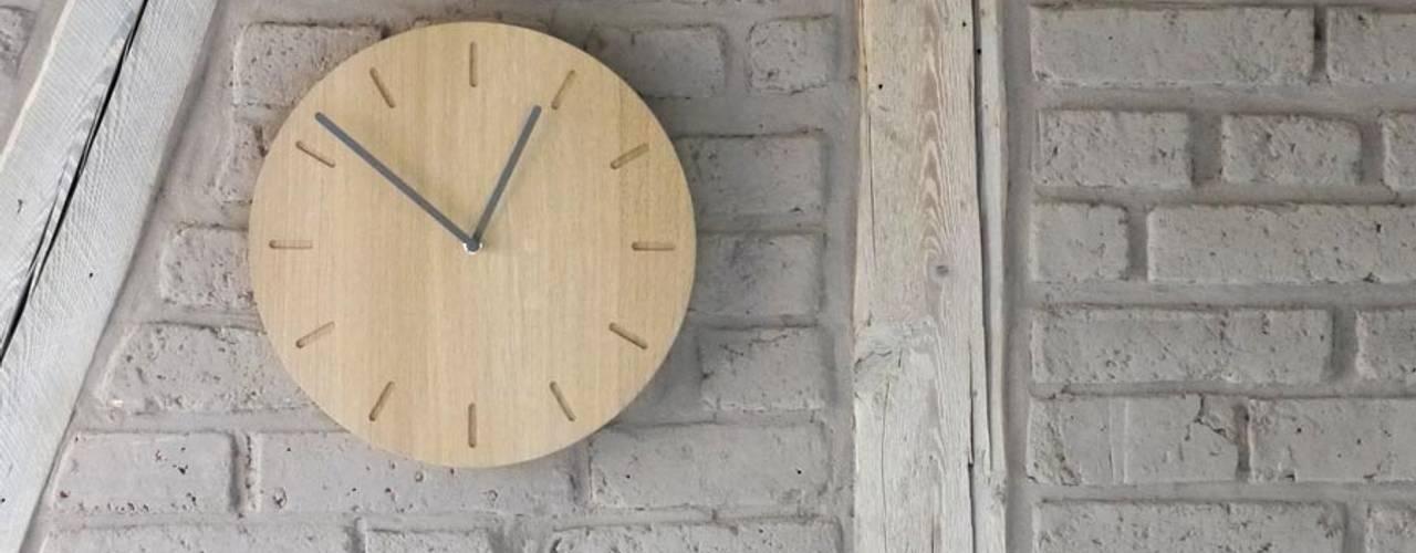 minimalistische Uhr WATCH:OUT von applicata:   von HolzDesignPur