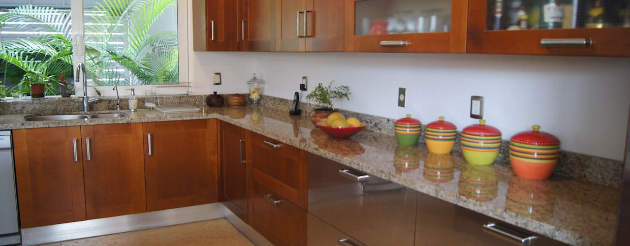 HIGH END COCINAS PUERTO VALLARTA Classic style kitchen Wood Wood effect
