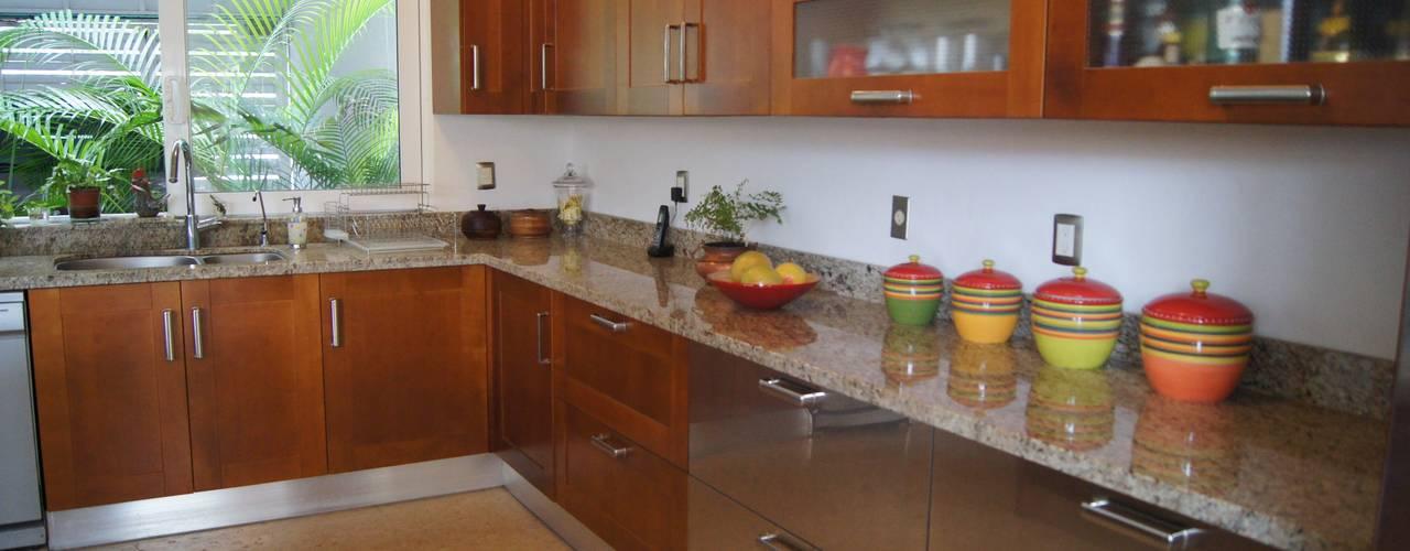 ห้องครัว by HIGH END COCINAS PUERTO VALLARTA