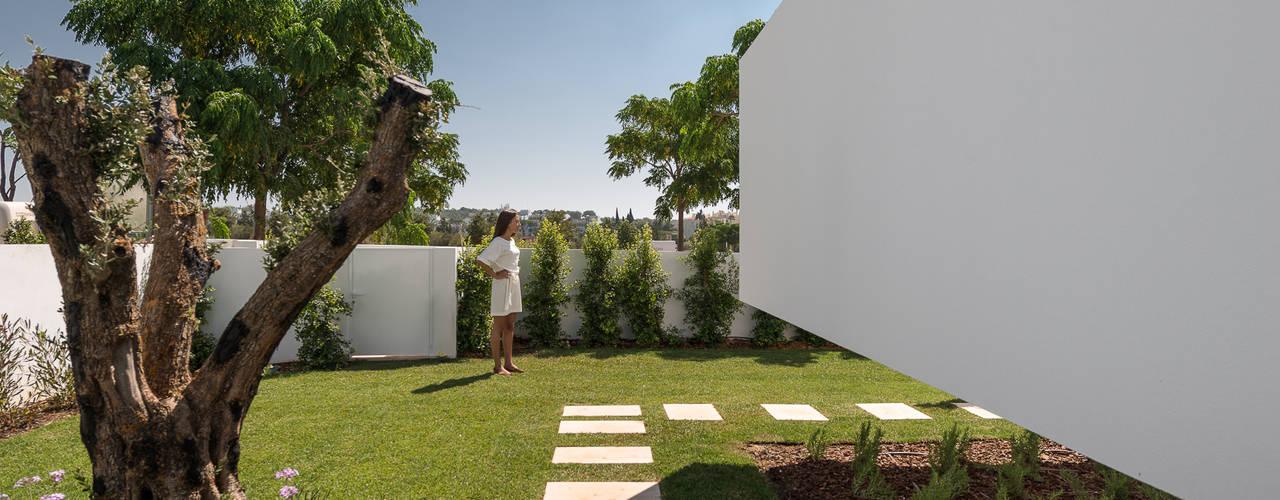 Jardines de estilo  por Corpo Atelier