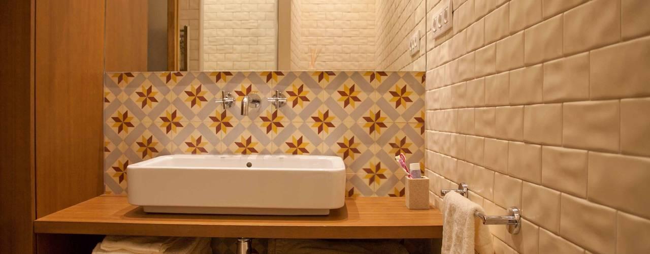 modern Bathroom by Brick construcció i disseny