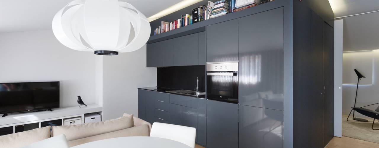 Minimalistische woonkamers van PAULO MARTINS ARQ&DESIGN Minimalistisch