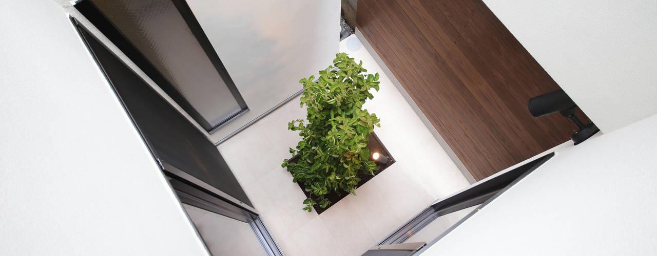 모던스타일 정원 by 大坪和朗建築設計事務所 Kazuro Otsubo Architects 모던