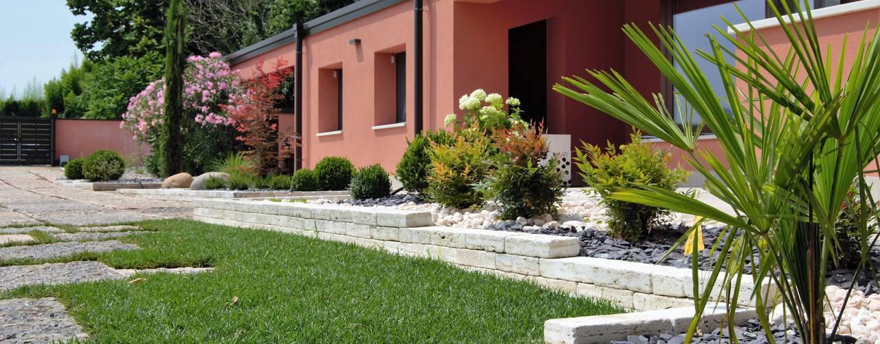Front yard by Lugo - Architettura del Paesaggio e Progettazione Giardini, Modern