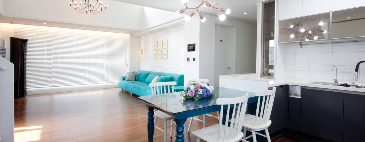 Ruang Keluarga Klasik Oleh 디자인투플라이 Klasik