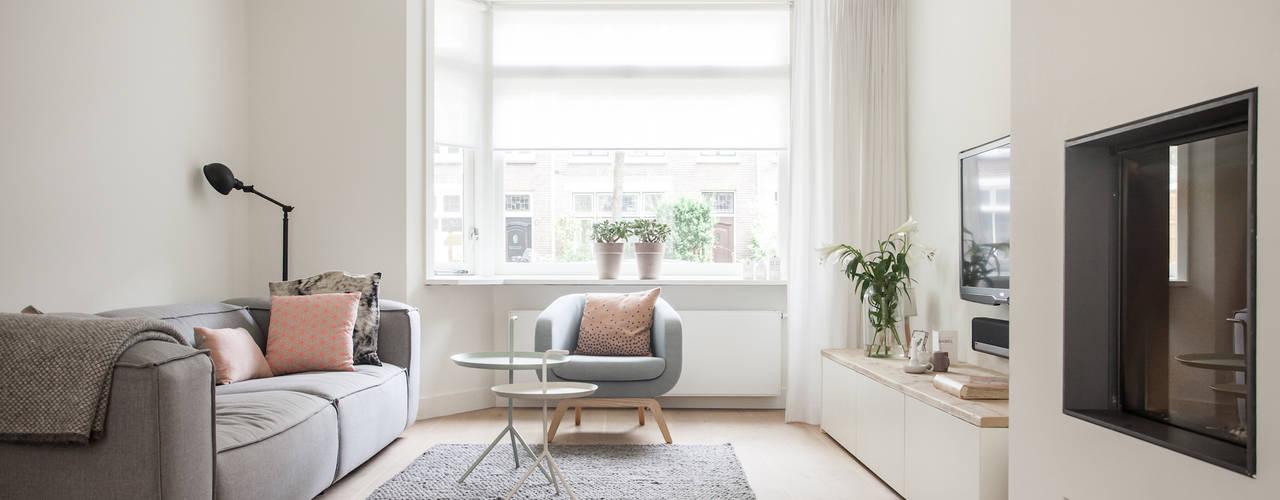Living room by Bob Romijnders Architectuur & Interieur, Scandinavian