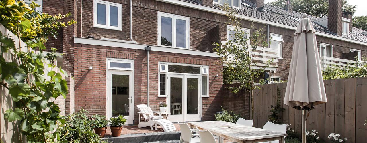 Verbouwing jaren 30-woning, Nijmegen Scandinavische balkons, veranda's en terrassen van Bob Romijnders Architectuur + Interieur Scandinavisch