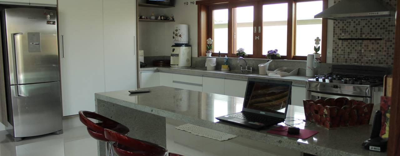 Кухня в стиле модерн от Lozí - Projeto e Obra Модерн
