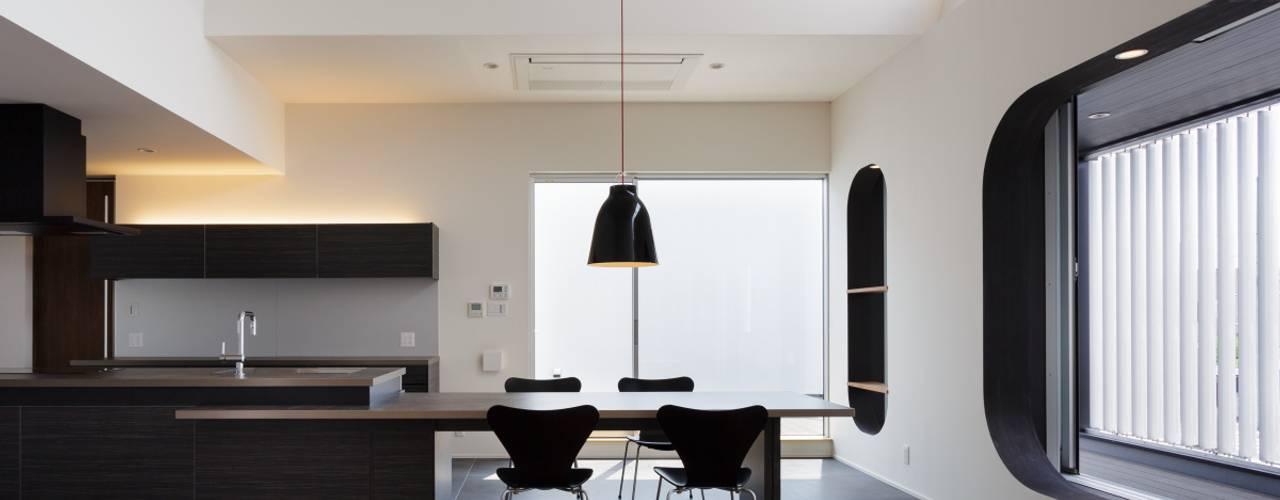 MITSUTOSHI OKAMOTO ARCHITECT OFFICE 岡本光利一級建築士事務所 에클레틱 다이닝 룸 콘크리트 그레이