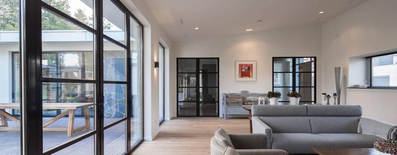 Living room by Van der Schoot Architecten bv BNA, Modern