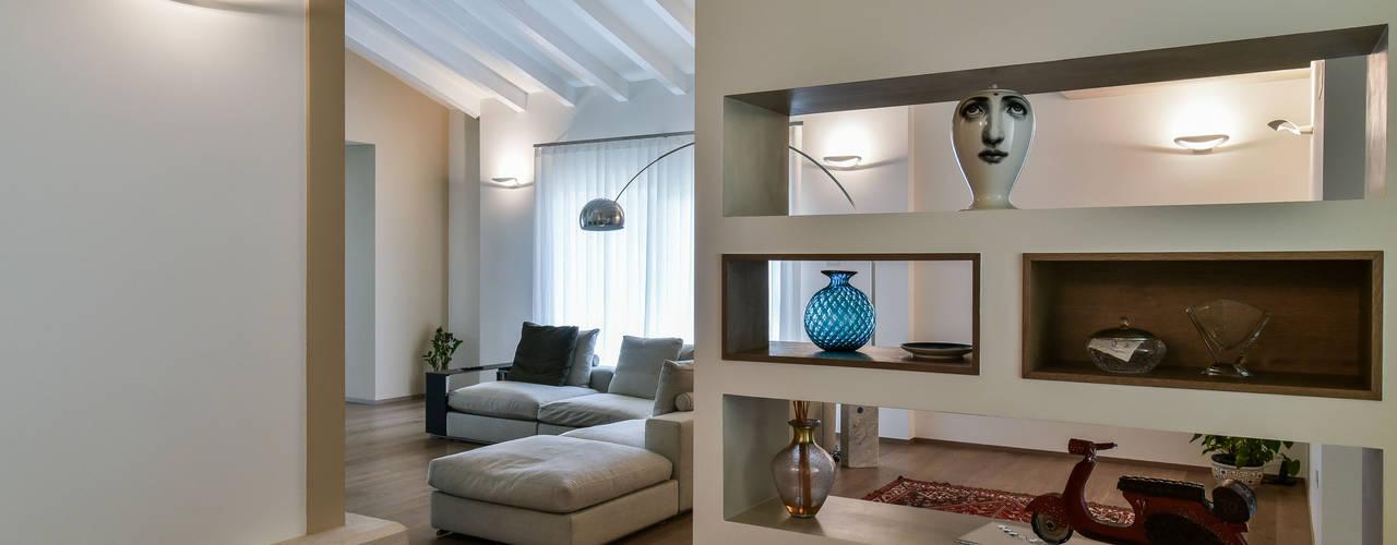 Salones de estilo moderno de Claude Petarlin Moderno
