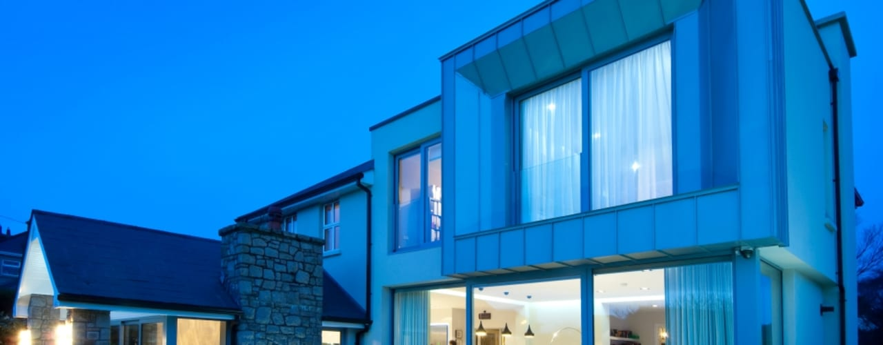 Flow of movement within dwelling improved due to spacious modern extension Modern houses by Des Ewing Residential Architects Modern