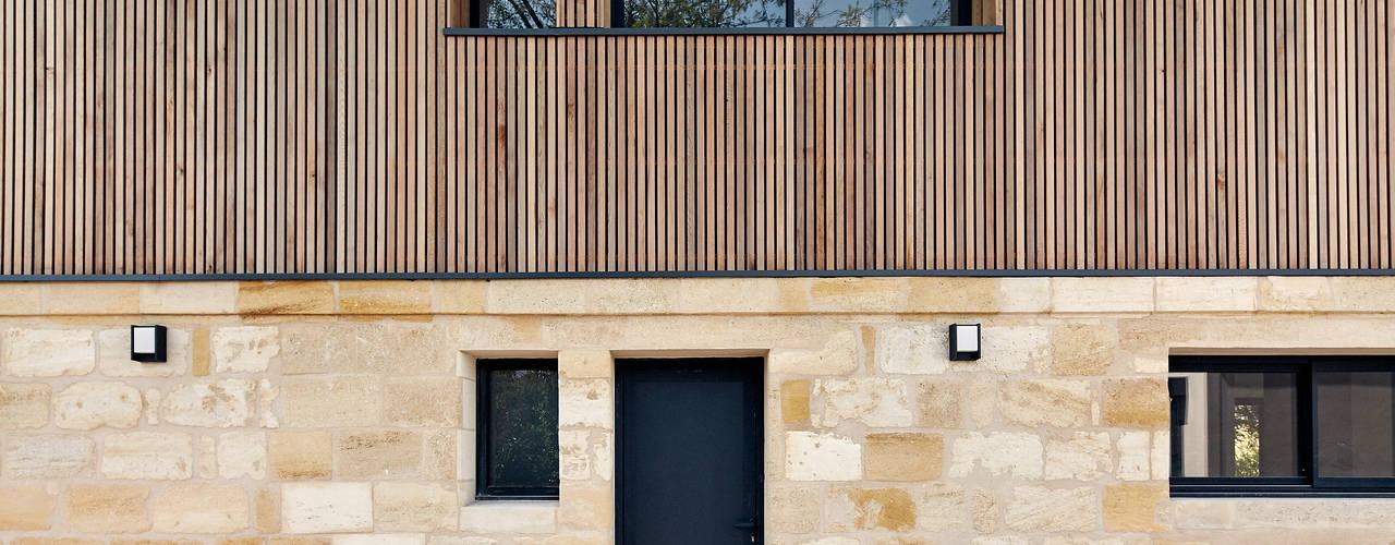 Modernes Einfamilienhaus mit warmer Fassade und minimalistischem ...