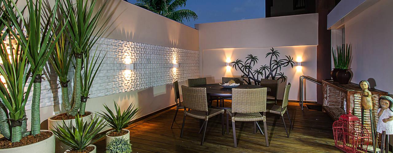 Balcones y terrazas de estilo clásico de Cris Nunes Arquiteta Clásico