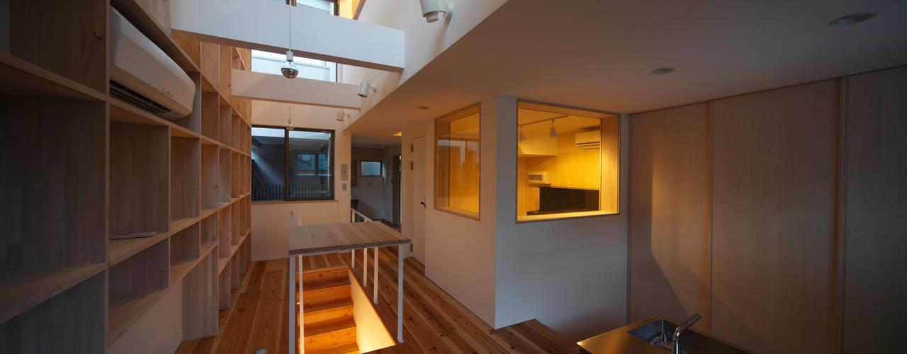 音楽室のある家 FORMA建築研究室 オリジナルデザインの 多目的室 木 白色